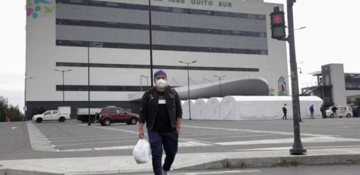 En turnos agotadores, médicos y enfermeras luchan contra virus