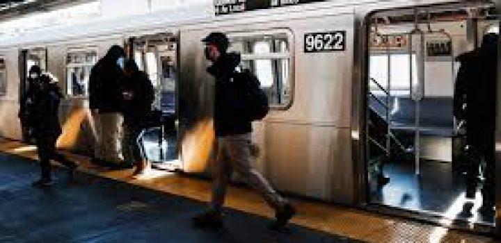 Neoyorquinos podrán viajar gratis en el metro si se vacunan