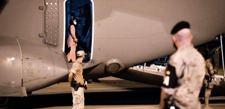 España refuerza con dos diplomáticos el equipo que se ocupa de la evacuación en Kabul tras aumentar el acoso talibán